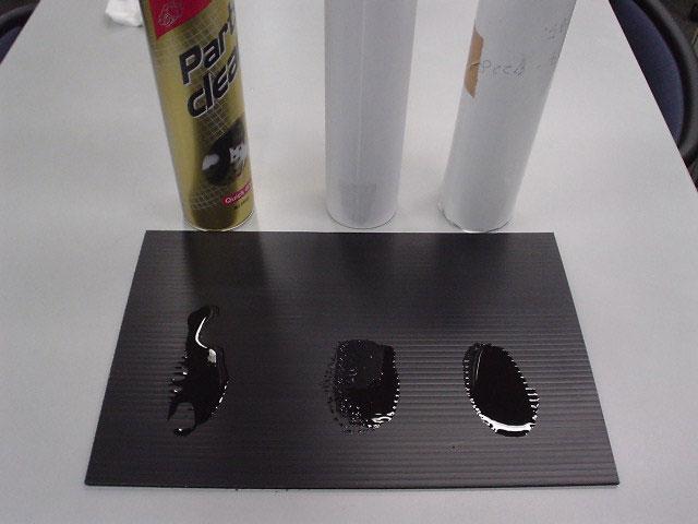 1.MOTUL Parts cleanと他社サンプル2商品を同時に同量噴霧する。